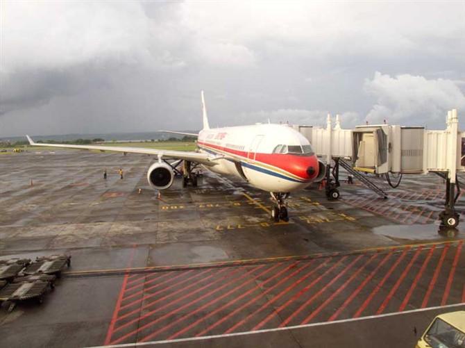 东航大飞机.jpg