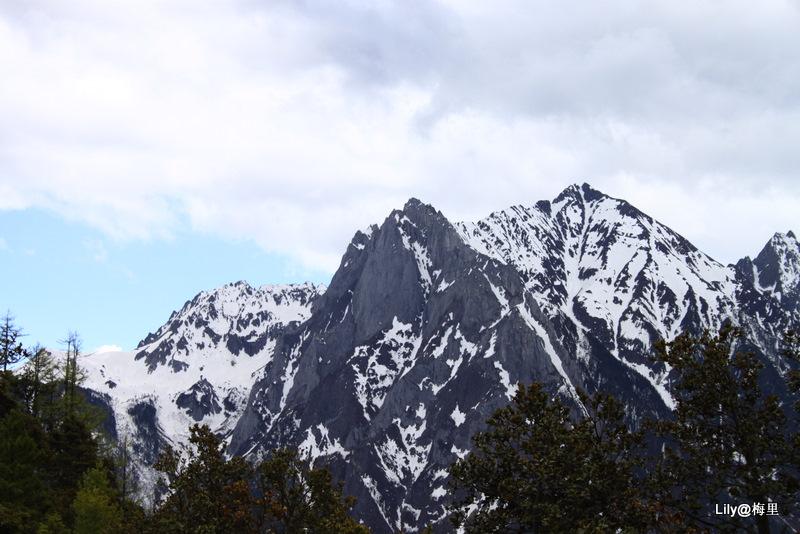 这山峰有点儿华山的感觉.jpg